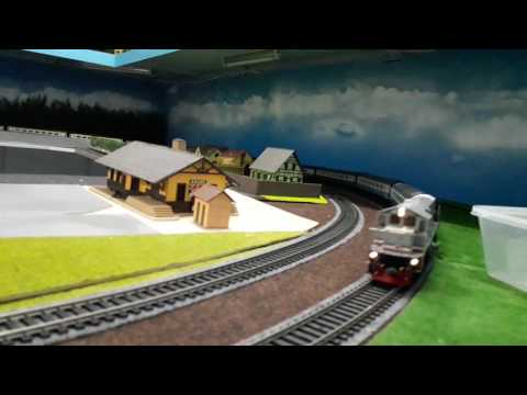 KTMB HO-scale Class 25204 MUTIARA with BR Intercity coaches - Part 2