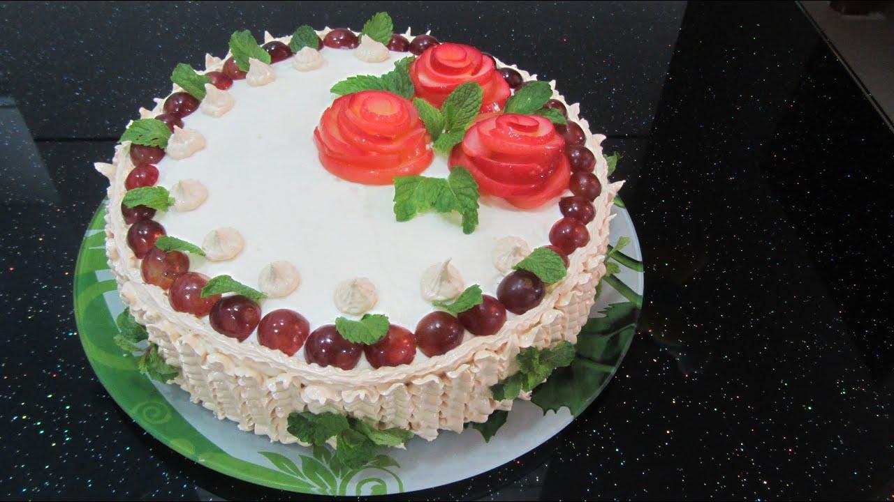Торт с фруктами и цветами из крема фото