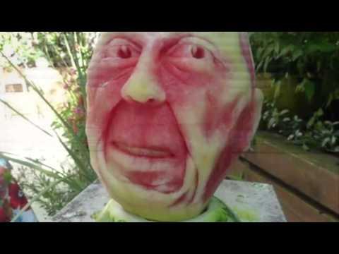 ศิลปะจากการแกะสลักแตงโมที่งดงาม