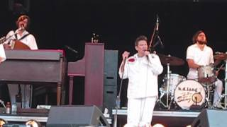 KD Lang Performs