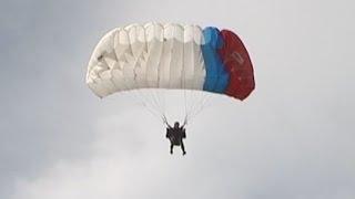 видео О парашютистах