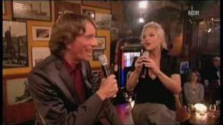 "Ina Müller & Bastian Sick singen ""Liebe ohne Leiden"""
