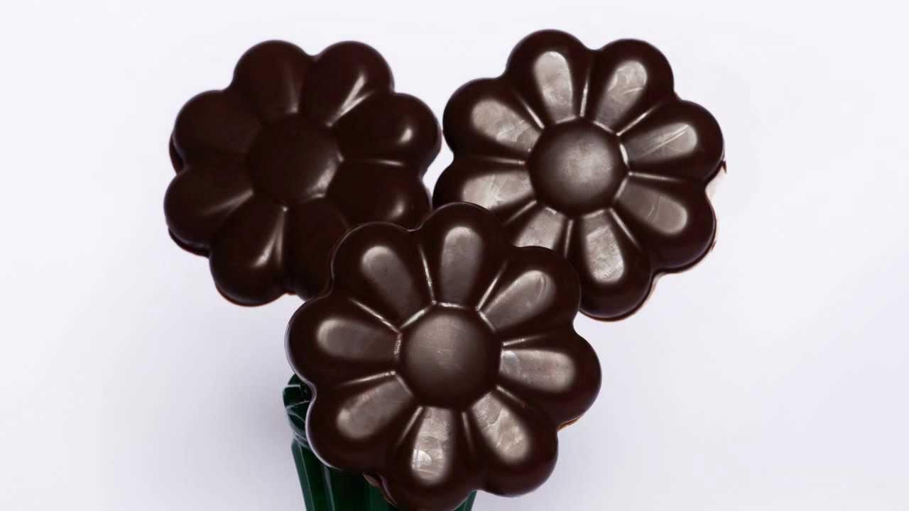 Preferenza Fiori di Cioccolata a sorpresa con Silikomart -- La Ricetta - YouTube FW72