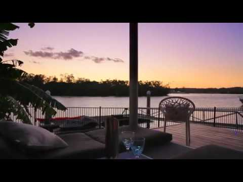 1675 Riverdale Drive Hope Island Resort  Waterfront Property
