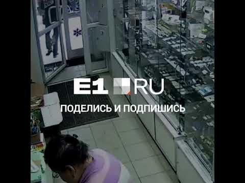 Мужчина, ворующий телефоны в екатеринбургских магазинах, снова попал на видео   E1.RU