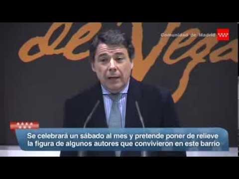 Ignacio González presenta con Arturo Pérez Reverte la ruta teatralizada 'Letras y Espadas'