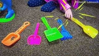 Milusik plays with Sand Molds Toys