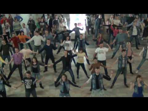 Видео: Флешмоб Ивара Курский вокзал