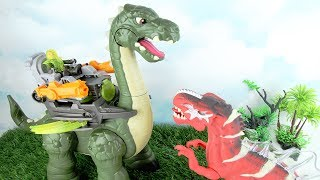 Dinosaurs Toys Hunt - Apatosaurus Toy Review! Dinosaurs Battle T-rex Showdown. kids fun video.