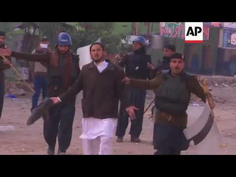 6 Killed in Police-Islamist Clashes in Pakistan
