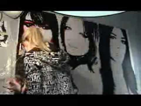 Kim, Khloe and Kourtney Kardashian painted by Elisabetta tone
