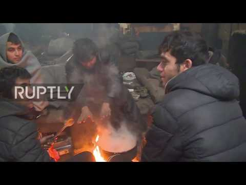 Serbia: Hundreds of squatting refugees queue food in sub-zero temperatures