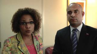 Repeat youtube video La très honorable Michaëlle Jean explique son rôle pour l'Université de Limonade.