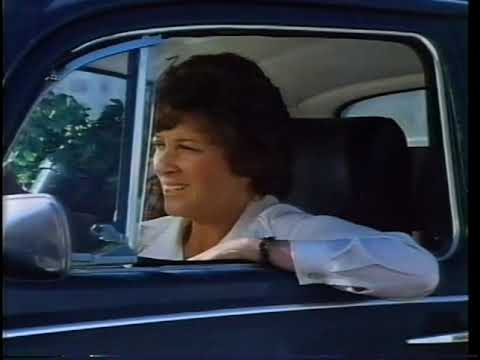 Photo of Linda Lavin  - car