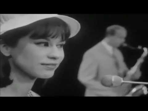 THE BOSSA NOVA YEARS (6) ASTRUD GILBERTO