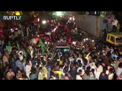 لحظة اعتقال رئيس الوزراء السابق نواز شريف وابنته بعد عودتهما إلى باكستان  - 08:21-2018 / 7 / 14