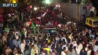 لحظة اعتقال رئيس الوزراء الباكستاني السابق نواز شريف وابنته.. فيديو