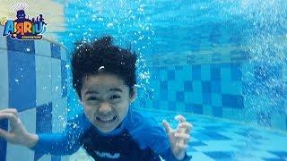 Berenang dan main air || seru banget main drama perang-perangan di kolam renang