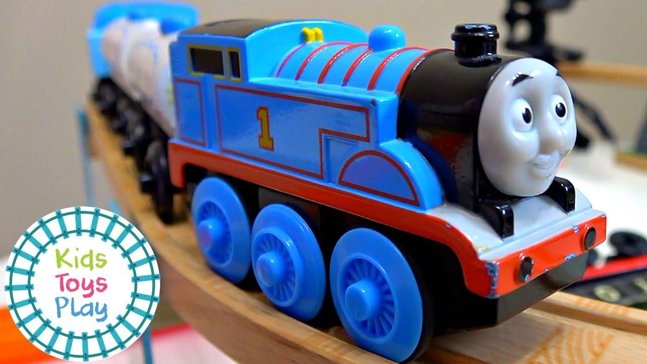 Thomas the Train Mystery Wheel Hot Wheels Train Crashes