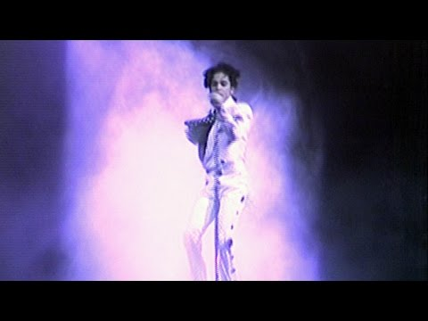 Prince performs in Toronto in 1988