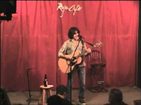 Gerardo Enciso en Rojo Café (Te Besaré)