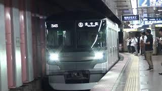 東京メトロ13000系 日比谷駅 到着