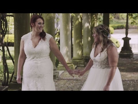 sweet-first-dance-at-romantic-lesbian-ohio-wedding-|-valley-film-co.