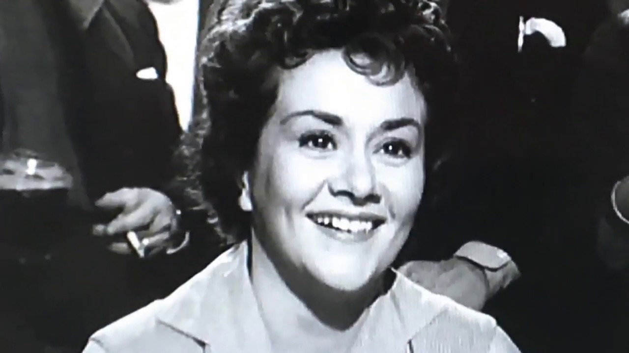 Download Dame Joan Plowright - The Entertainer