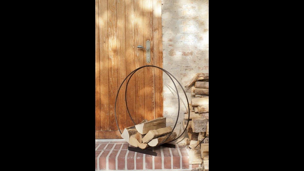 wohnzimmer dekorieren kamin in szene setzen und holz lagern feuerholzkorb orakel varia. Black Bedroom Furniture Sets. Home Design Ideas