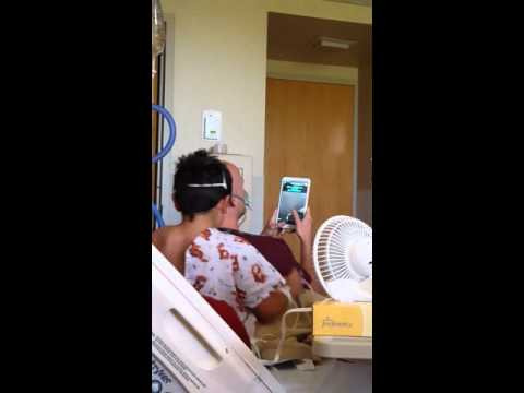 Amazing respiratory therapist singing karaoke with his sick patient!