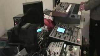 "Vinilovintage --- ""India""--- Roland MC-909 --- Korg Microkorg --- Oberheim OB-12 --- Zoom Hd 16"