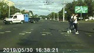 Пешеход ударил по кузову троллейбуса за то, что закрыл проход