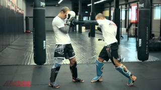 Тайский бокс с чемпионом мира - пробиваем печень противника. Обучающее видео от  4MMA