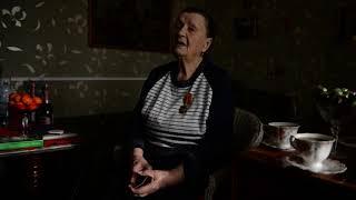 Ветеран Роза Ларченко читает стихотворение о войне