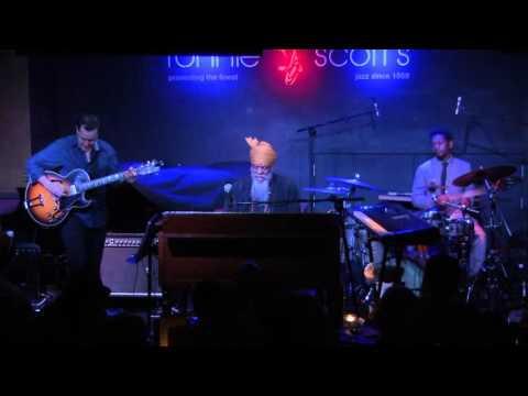 Dr. Lonnie Smith Trio - 'Evolution' Live at Ronnie Scott's