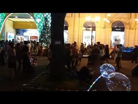 NOEL SÀI GÒN 2017 ĐÔNG VUI QUÁ, LANDMARK 81,PHỐ NGUYỄN HUỆ, DIAMOND PLAZA| Saigon travel business.