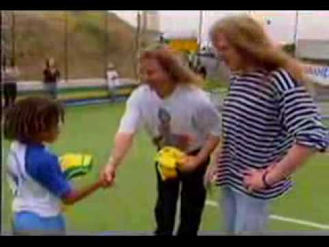 iron maiden :Dave Murray & Janick Gers playing football