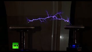 Tesla Show: Moscow Metro holds 'dance of lightning'