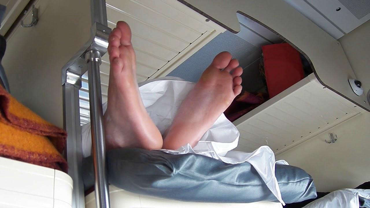 чудовище вовсе фотографии спящих пассажиров в поездах можно увидеть