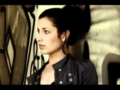 Shereen Bi Kelma Mennak MP3 Download