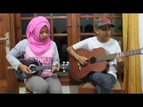 Keren Cewek Main Guitar Sambil Nyanyi Suaranya Merdu Banget