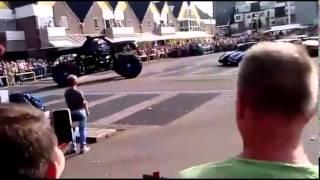 Monster truck crashes Into Spectators Crowd Netherlands Haaksbergen 28/09/2014 || Exclusive Video