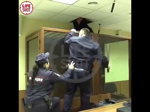 Убийца решил сбежать из зала суда через потолок