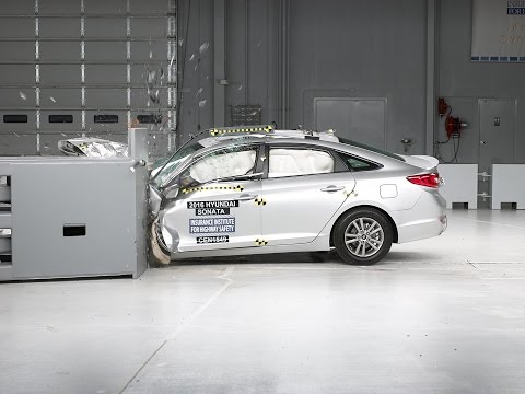 2016 Hyundai Sonata driver side small overlap IIHS crash test