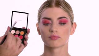 Яркий макияж глаз в красных тонах