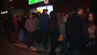 شاهد: هؤلاء لا ينتظرون الخبز.. بل طوابير شراء الماريجوانا في كندا بعد تشريعها…