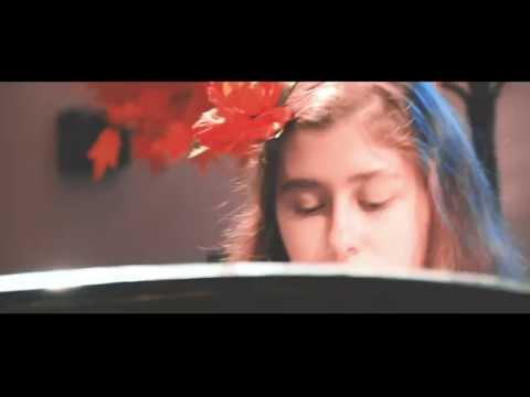 Изображение предпросмотра прочтения – «ГБОУ Школа №1547» читают произведение «Красною кистью...» М.И.Цветаевой