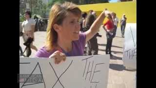 """Workers of the World unite"" & ""Tax The Rich"" sign makers are interviewed @ Occupy L.A."