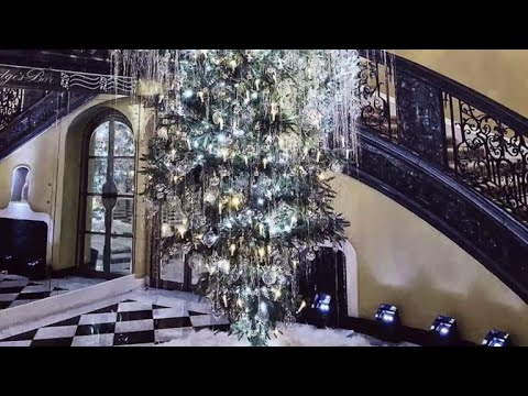Upside Down Christmas Tree Tradition.Upside Down Christmas Trees Are This Year S Craziest Festive Trend