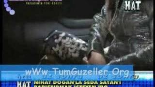 Hande Yener Mükemmel Bacaklari ile Frikik Veriyor